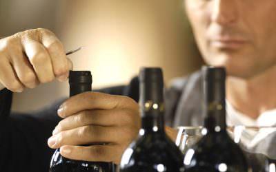 Cum deschizi o sticla de vin fara tirbuson