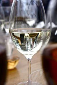 pahar vin alb 1